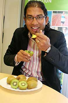 Ajmol Ali is taking part in a kiwifruit study.